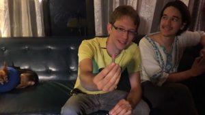 Esse cara se injetou com um tratamento caseiro de HIV ao vivo no Facebook