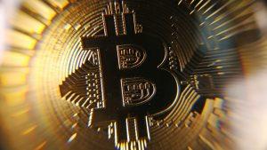 Bitcoin ultrapassa a marca de US$ 9 mil e continua subindo exponencialmente