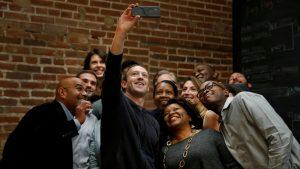 Facebook pode, em breve, exigir uma selfie se detectar atividade suspeita na sua conta