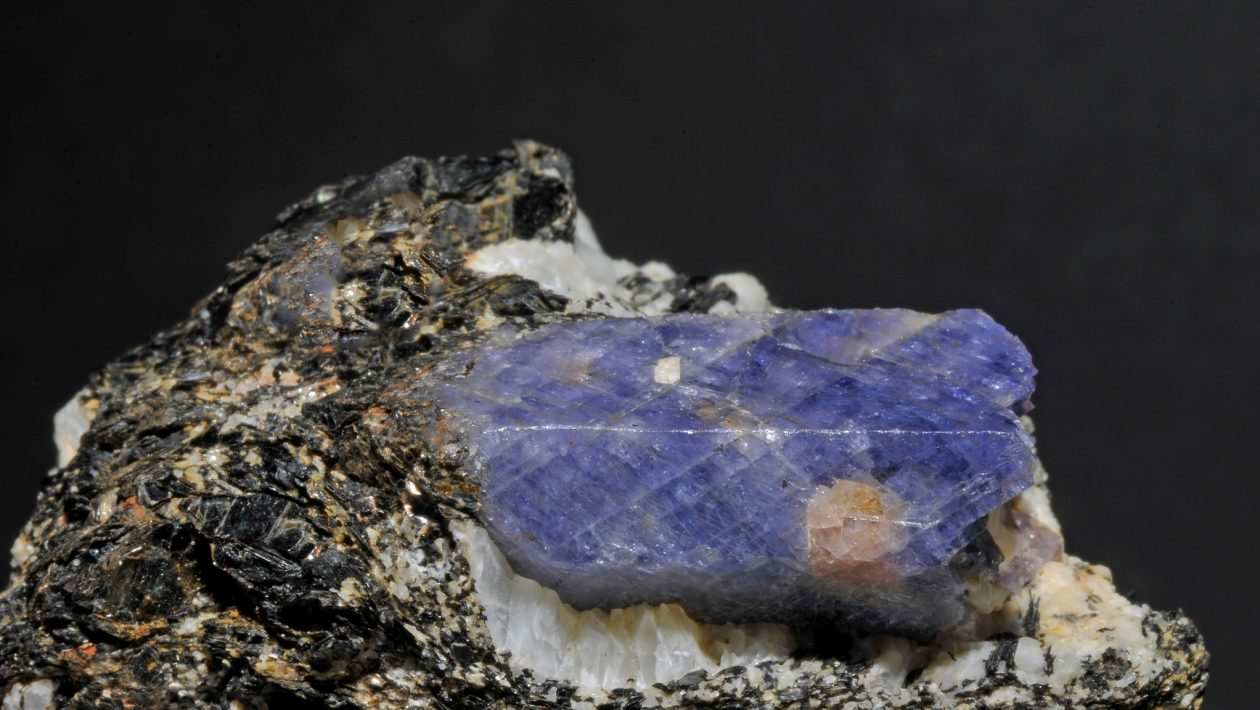 Pesquisador tenta capturar matéria escura com cristais de safira