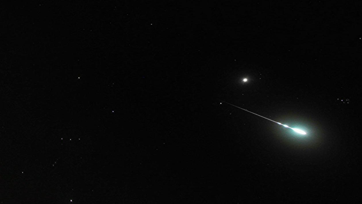 Meteoros entrando na atmosfera explodem de dentro para fora, diz estudo