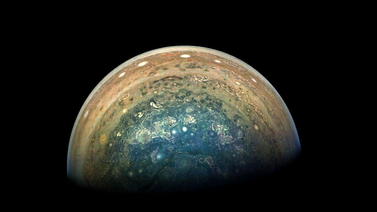 Esta imagem do polo azul de Júpiter é magnífica