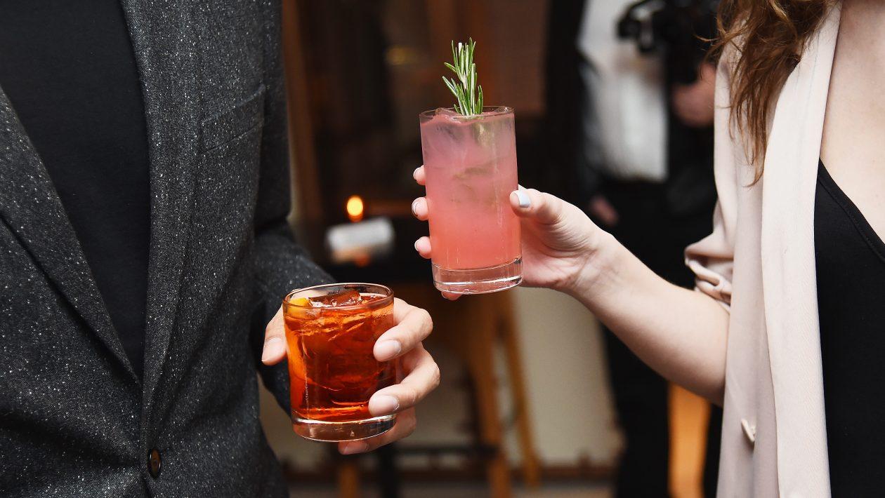 Por que a bebida alcoólica torna algumas pessoas mais agressivas