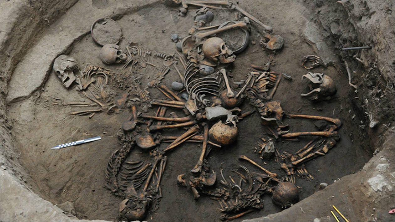 Arqueólogos descobrem túmulo antigo com esqueletos em formação de espiral no México