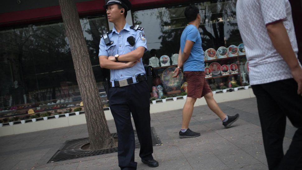 d381e3b2761a4 Policiais chineses começam a usar óculos inteligentes com ...