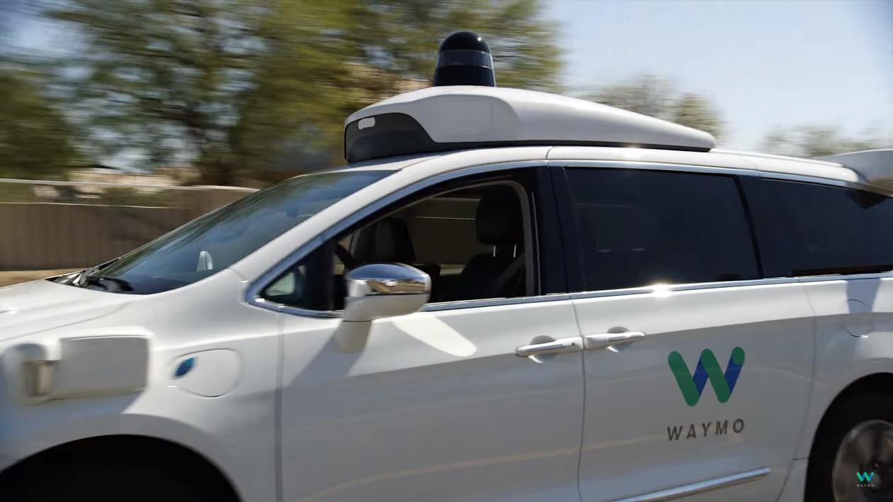 Empresa de carros autônomos do Google faz vídeo para mostrar rolê com seus primeiros passageiros