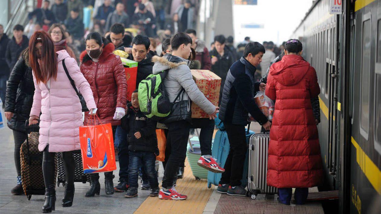 """China vai proibir viagens de trem e avião para cidadãos com """"pontuação social"""" ruim"""