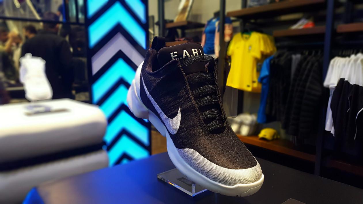 5eb4a49bcc2 O Nike HyperAdapt 1.0 te faz sonhar com um futuro sem cadarços — já ...