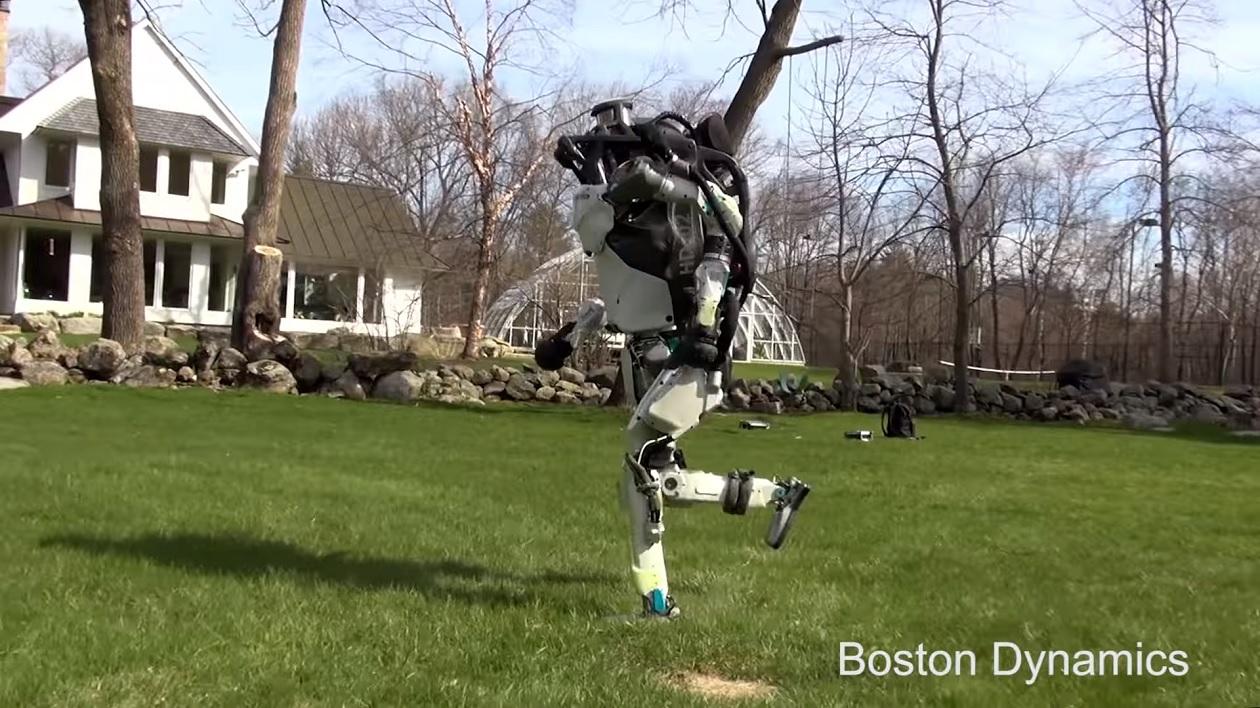 Agora o robô bípede da Boston Dynamics faz corridas ao ar livre