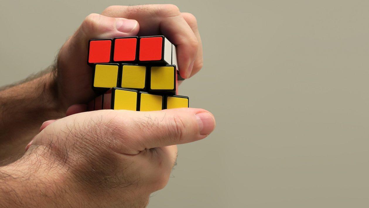 Inteligência artificial levou apenas 44 horas para virar mestre de cubo mágico