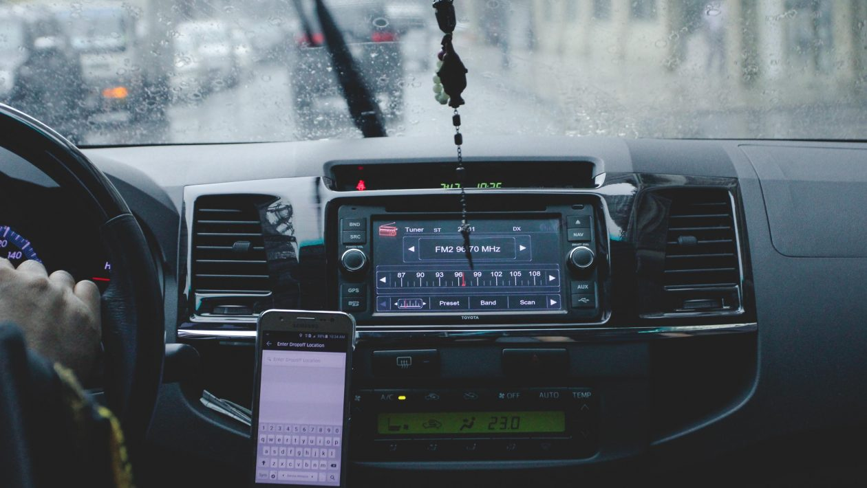 Uber oferecerá desconto em combustível e financiamento de kit de GNV para motoristas Automobile-automotive-blur-1024241-e1537900783895-1260x710