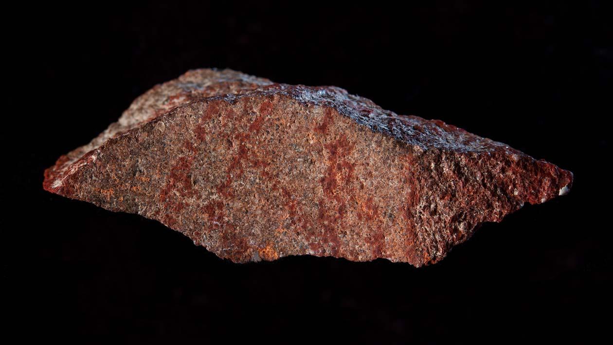 Arqueólogos encontram o desenho mais antigo do mundo em uma caverna na África do Sul