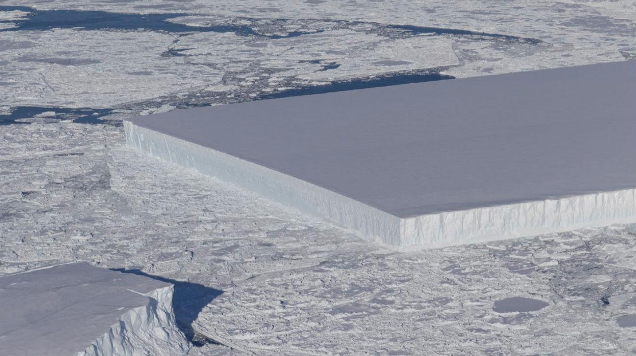 Este iceberg que acabou de se soltar da plataforma de gelo Larsen C é incrivelmente geométrico