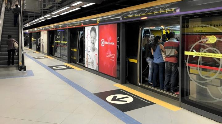 Metrô de São Paulo cobre câmeras que detectavam reação de passageiros a publicidade