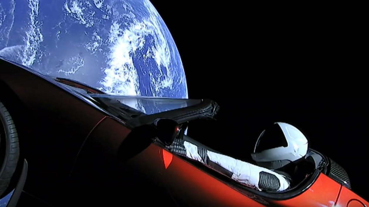 Tesla do Elon Musk lançado ao espaço pela SpaceX completou uma volta ao redor do Sol