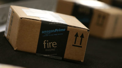 Caixa com logotipo do Amazon Prime