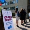 Fila em feira de emprego