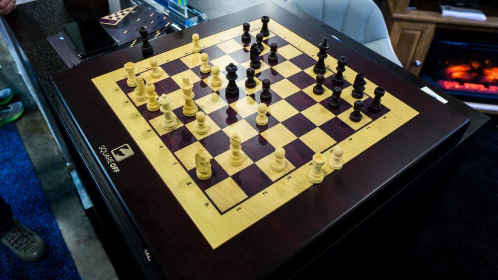 Este tabuleiro de xadrez move as peças sozinho, como os vistos em Harry Potter