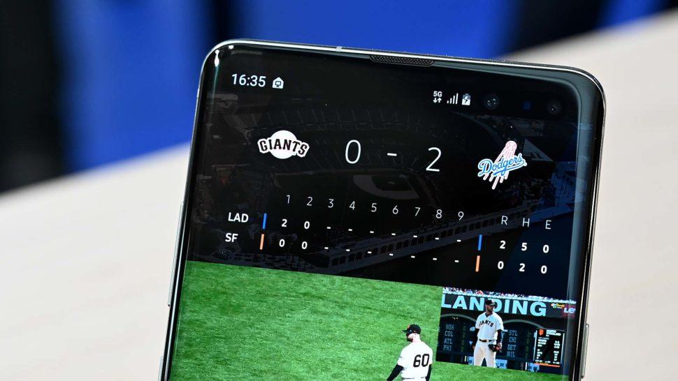 Demonstração de app de beisebol num smartphone Samsung