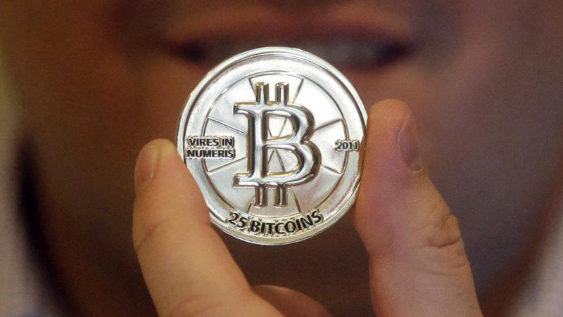 Representação física de uma moeda de 25 bitcoins