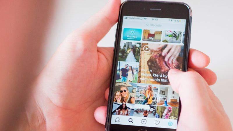 Imagem de smartphone exibindo o aplicativo Instagram