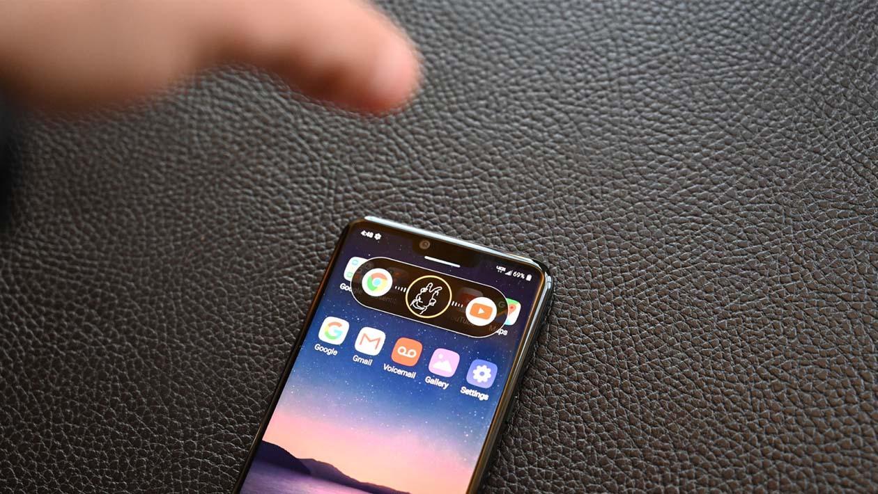 LG G8 sendo controlado pela palma da mão por meio da Air Motion