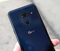 Traseira do LG G8 com detalhes para as câmeras.