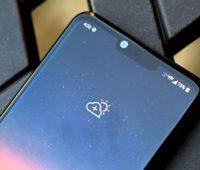 Detalhe das câmeras frontais do LG G8