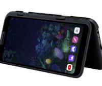 LG V50 5G dobrado com o acessório de tela dupla