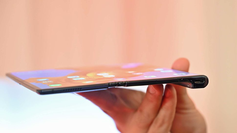 Lateral do smartphone Huawei Mate X