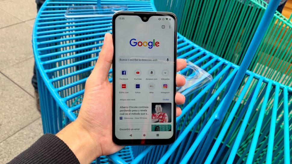 Imagem do Moto G7 com o Google aberto