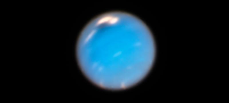 Vórtex escuro no pólo norte de Netuno