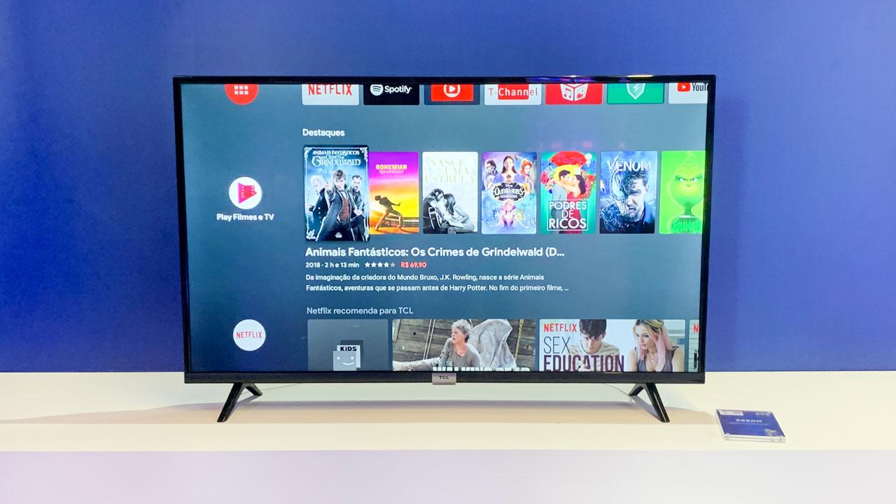 TCL S6500 exibindo menu com filmes da Google Play