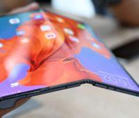 Dobra do smartphone dobrável Huawei Mate X