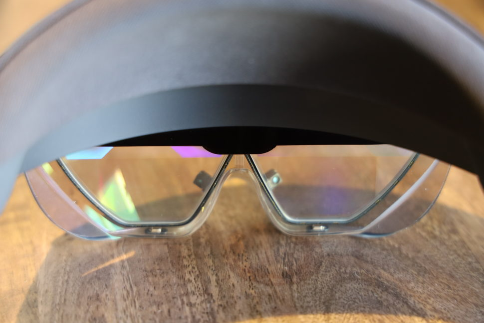 Detalhe das telas do HoloLens 2
