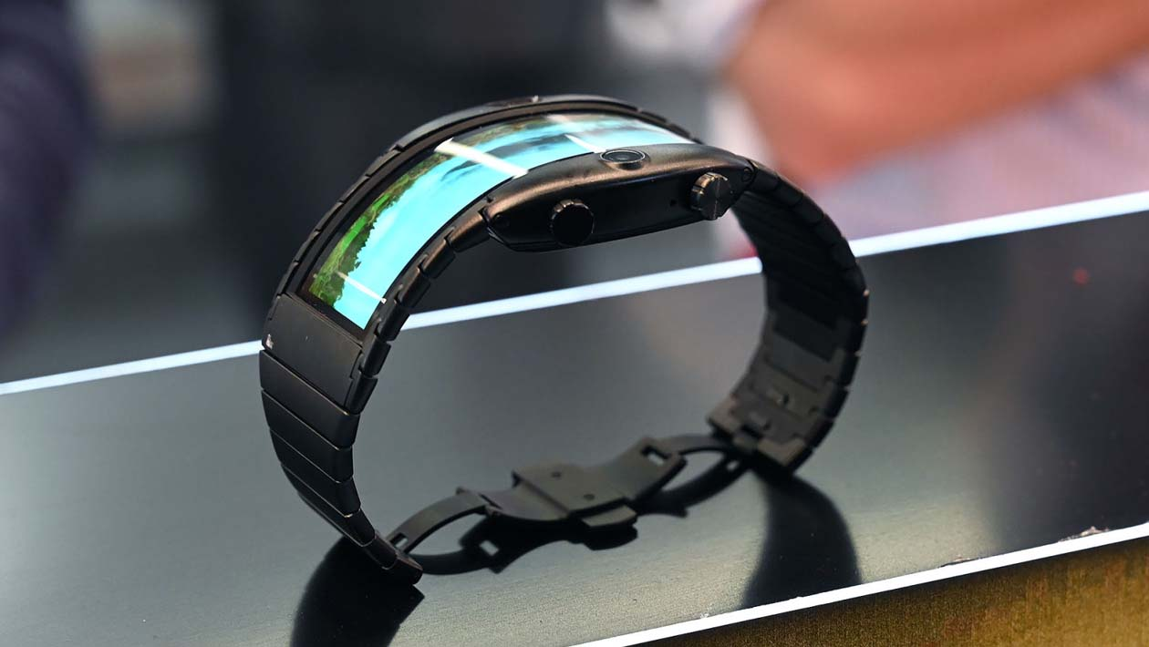 Detalhe lateral do smartwatch Nubia Alpha