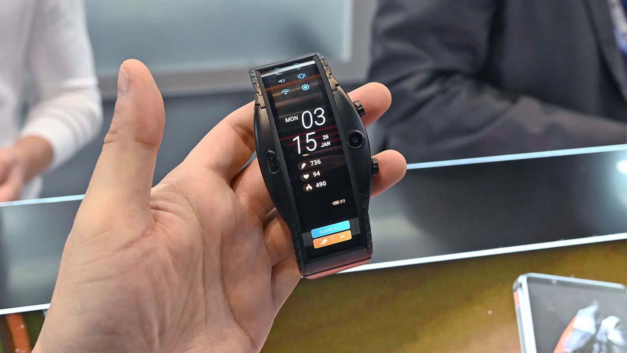 Smartwatch Nubia Alpha de frente