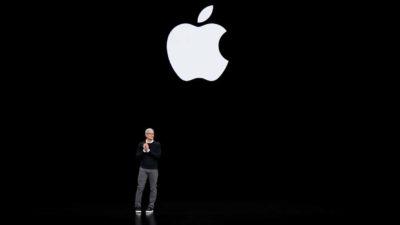 Tim Cook em evento de serviços da Apple