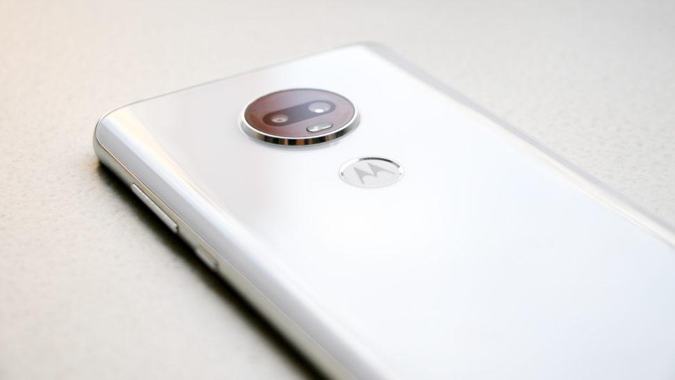 Detalhe da câmera traseira do Moto G7