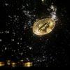 Réplica física do Bitcoin jogado na água