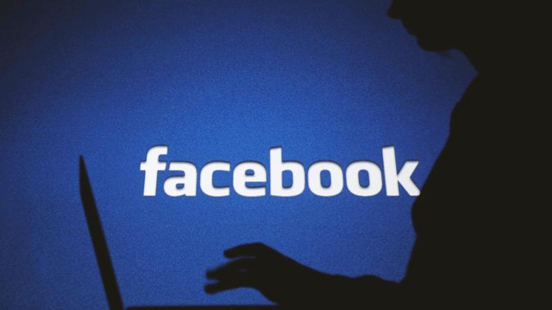 Mesmo após proibição, ainda é fácil encontrar grupos nacionalistas brancos no Facebook