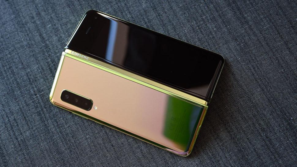 - galaxy fold gizmodo 970x546 - Galaxy Fold desmontado oferece pistas sobre por que o telefone apresentou defeitos