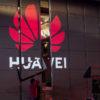 Estande da Huawei em feira de eletrônicos.