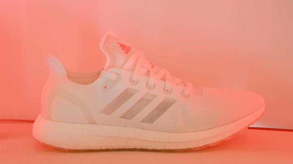 Tênis Loop, da Adidas, de lateral