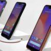 Três smartphones Google Pixel 3 em uma área de demonstração