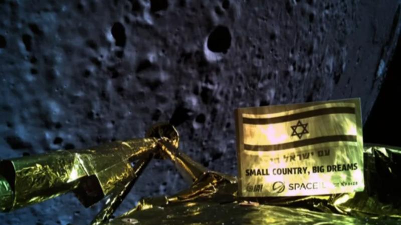 Selfie tirada pela sonda Beresheet a 22 km da superfície da Lua