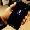 Tela inicial do aplicativo TikTok em um smartphone