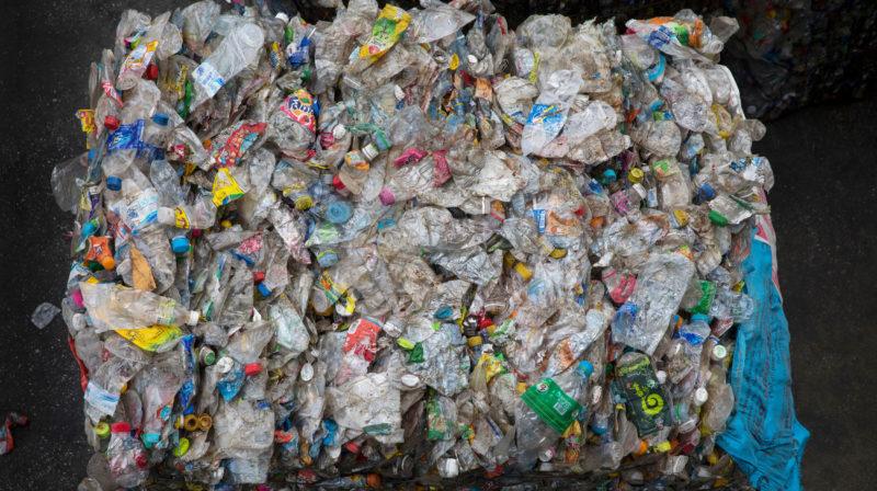 Acúmulo de plástico em aterros  - Ac  mulo de pl  stico Getty 800x448 - Cientistas afirmam ter criado um plástico infinitamente reciclável