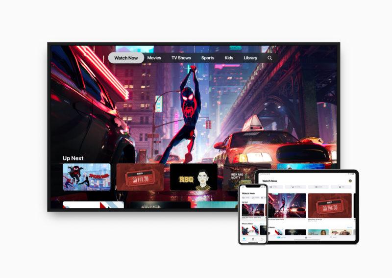 nova interface da apple TV em uma TV, um iPad e um iPhone. há recomendações de programas de TV e canais na tela. em destaque na TV está uma imagem do homem-aranha.