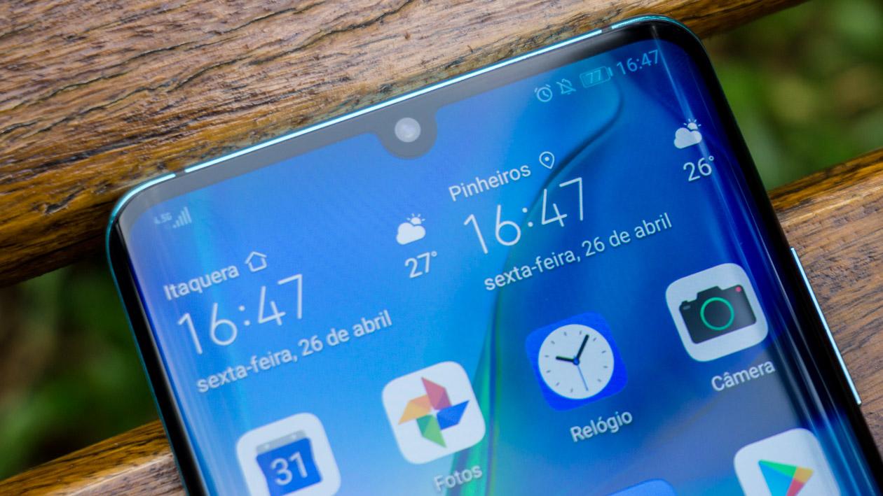 Detalhe do notch em formato de gota do Huawei P30 Pro